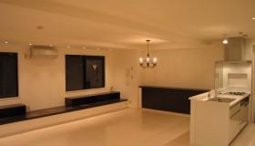 くつろぎの空間を演出する、造作家具の家